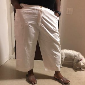 White Capri pants size 26 brand Avenue